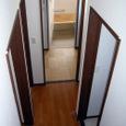 階段踊り場から1階廊下・水回りを望む。