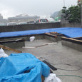 土台敷き今日も雨